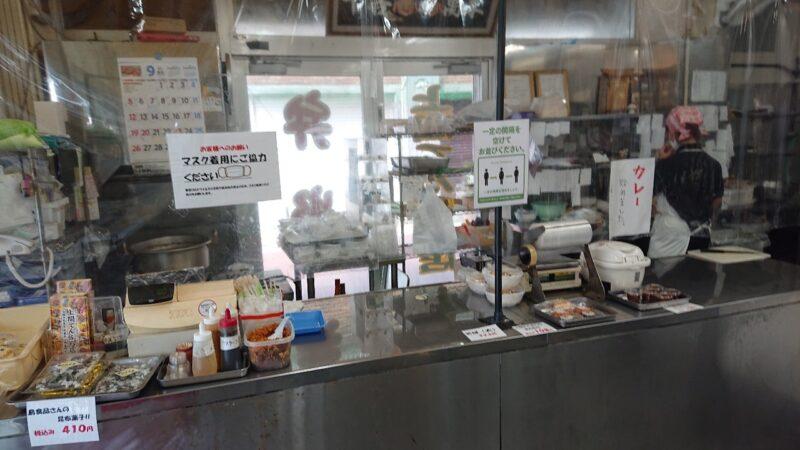 上間てんぷら店ゴヤ市場沖縄市中央の店内
